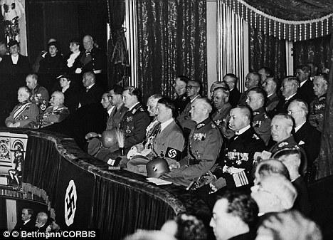 Hitler en la Opera de Berlín.