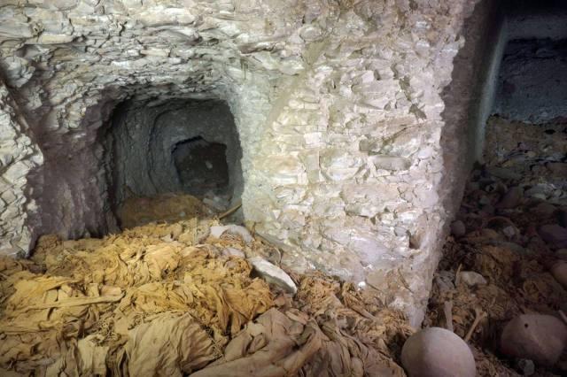 """EL CAIRO. Las grandes dimensiones de la sepultura """"demuestran que pertenecía a un miembro de la familia real, o a un alto jerarca"""", indicó el ministro de Antigüedades, Mohamed Ibrahim Ali Sayid en un comunicado. AFP"""