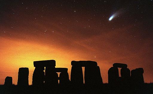 tonehenge en 1997 con el cometa Hale-Bop cruzando el firmamento. (Foto: El Mundo)