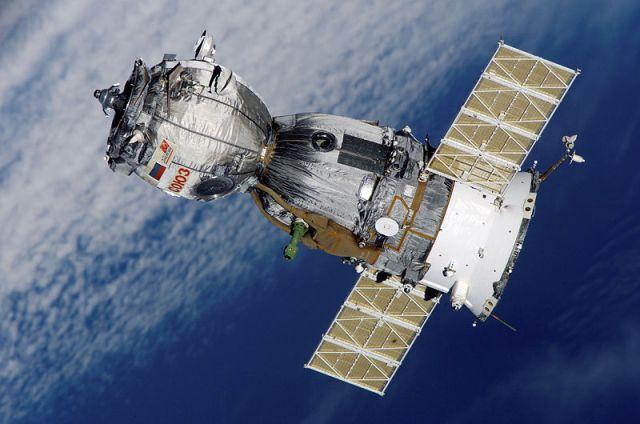 800px-Soyuz_TMA-7_spacecraft2edit1
