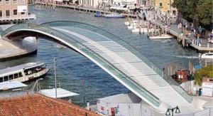 El puente diseñado por Santiago Calatrava es el cuarto que cruza el Gran Canal de Venecia