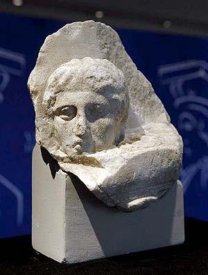 Fragmento del templo del Partenón devuelto a Grecia. (Foto: EFE)