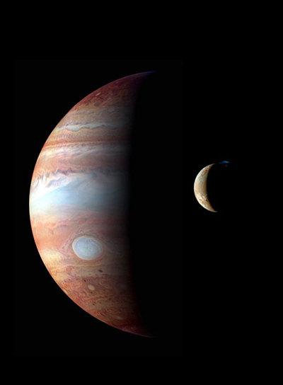 Júpiter y su luna Ío observados por la nave Nuevos Horizontes en febrero de 2007. / NASA