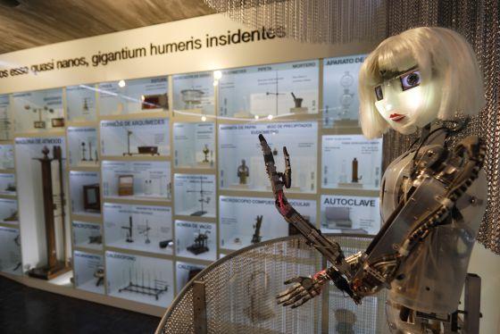 Guía robótico en el Museo Nacional de Ciencia y Tecnología. / l. carré