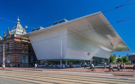 30201_fullimage_stedelijk-museum-amsterdam-building_foto-John-Lewis-Marshall_560x350