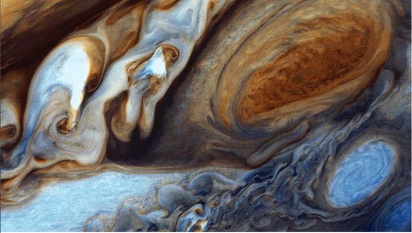 Nubes en Júpiter, que son azotadas por viento a más de 650 km/h