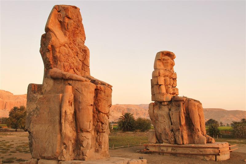 Resultado de imagen de los colosos de memnón