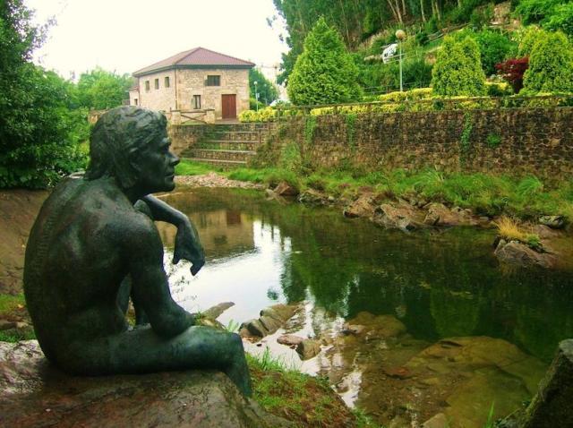 ayuntamiento de liérganes Estatua del hombre pez de Liérganes