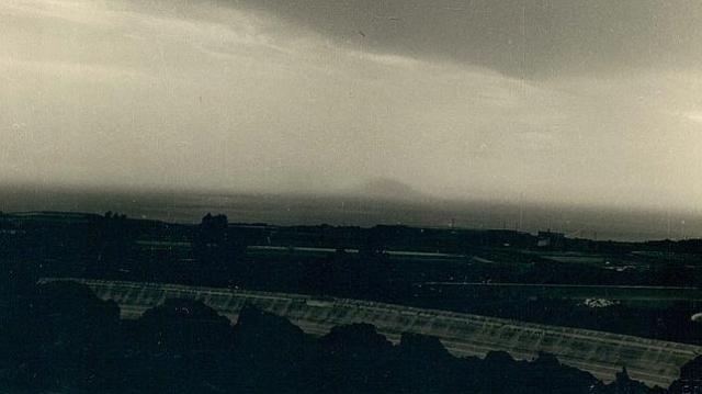 abc La silueta de la isla de San Borondón, en el horizonte, fotografiada en 1958 por M. Rodríguez Quintero