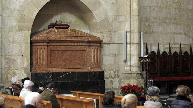 VALERIO MERINO Tumba del Rey Alfonso XI, en la iglesia de san Hipólito, en Córdoba