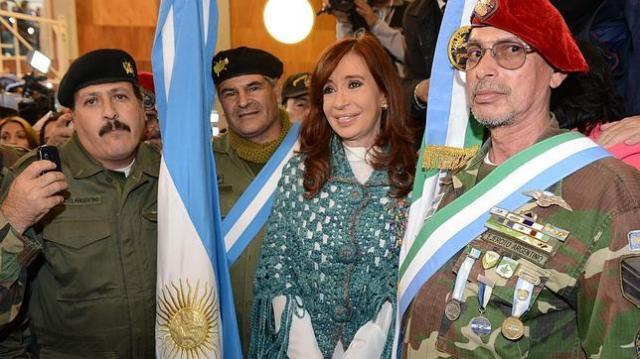 efe | Cristina Fernández participó en un acto en memoria de los caídos en la guerra de las Malvinas, en Ushuaia (Argentina)