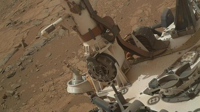 NASA, JPL-CALTECH, MSSS Mástil y cubierta del rover, donde se encuentran los sensores del instrumento REMS