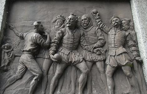 Wikipedia | Monumento de bronce en Tavistock que reproduce la leyenda de Drake jugando a los bolos