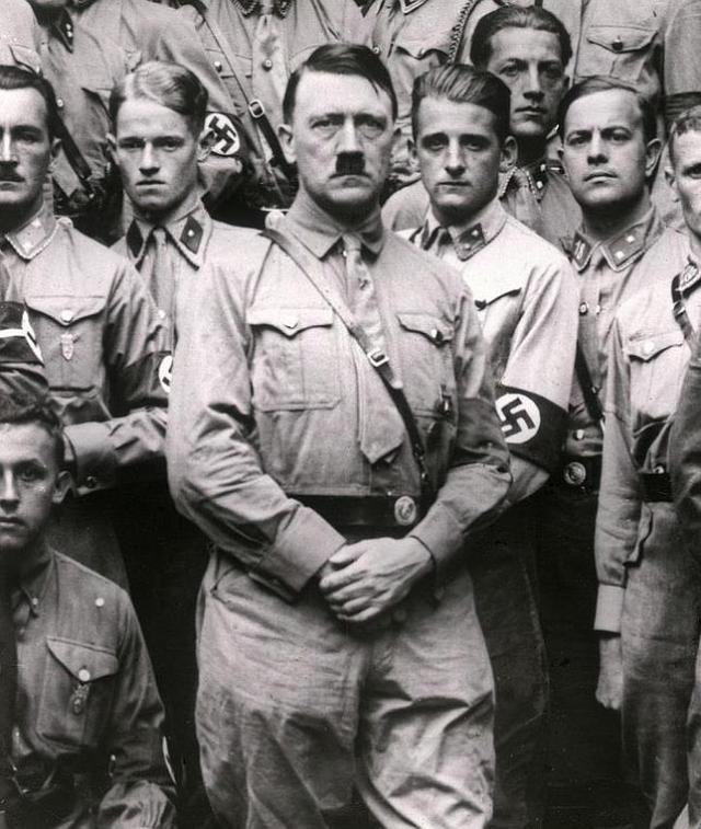 ABC Hitler, con sus oficiales nazis en 1922
