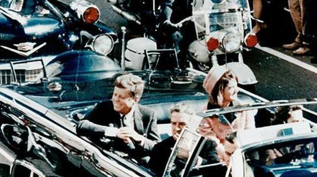 ABC El presidente Kennedy con su esposa, minutos antes del magnicidio en Dallas