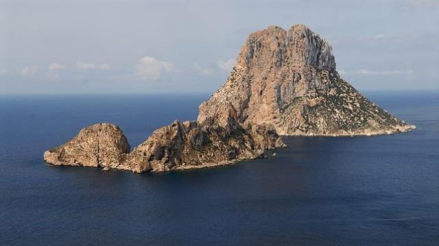 abc El islote de Es Vedrá y el menor de Es Vedranell, al suroeste de Ibiza