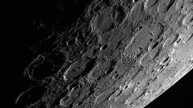 abc Vista del planeta Mercurio desde la nave espacial «Messenger»
