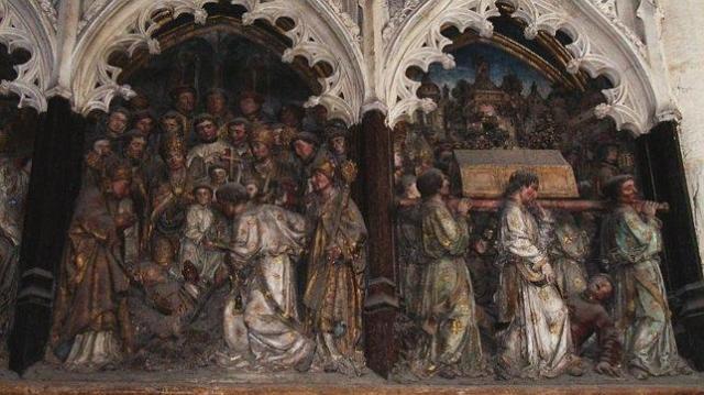 De cómo se halló milagrosamente la tumba de San Fermín wikipedia Bajorelieve de San Fermín en la Catedral de Amiens