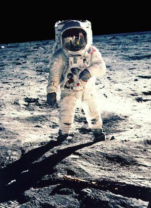 Edwin F. Aldrin, durante su paseo por la superficie de la Luna, en 1969. / reuters