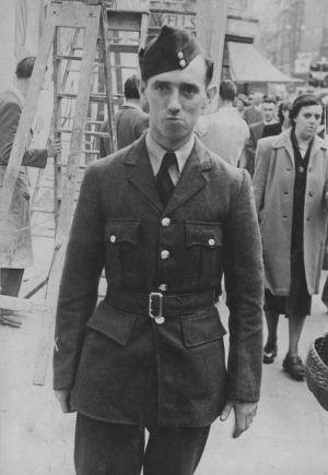 El mecánico de la RAF, Ronald Maddison, murió en 1953 tras ser expuesto al gas sarín. Su caso no se reabrió hasta 2004. / Lillias Craik (Archivo personal)