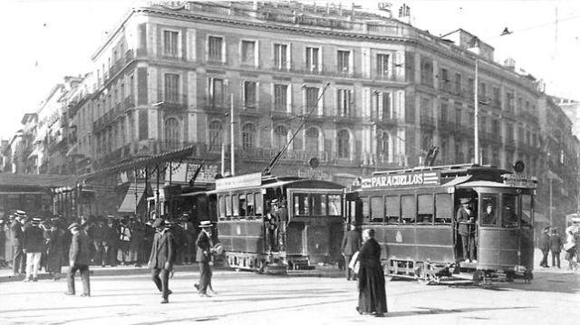Ramón Alba Fotografía de 1918 qie ilustra cómo era la madrileña Puerta del Sol