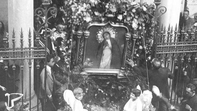 ARCHIVO DE ABC Procesión de la Virgen de la Paloma, el 15 de agosto de 1923