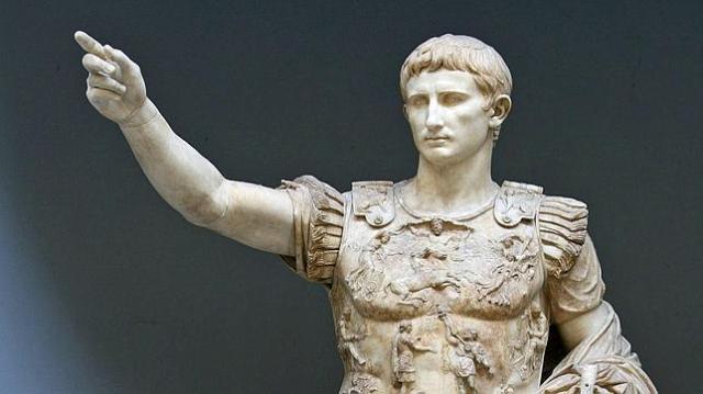 Museo Chiaramont Estatua de César Augusto en la Ciudad del Vaticano, Roma.