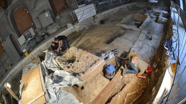 AFP | Excavaciones en el exconvento de Santa Orsola en Florencia