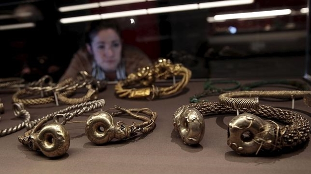 reuters Piezas de oro, plata y cobre, incluidas en la exposición