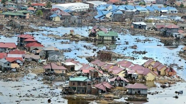 epa La catástrofe tras el tsunami que inundó Indonesia en 2004