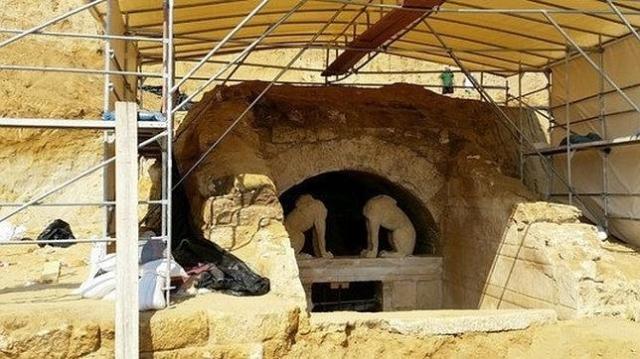 abc | Imágen de la tumba de Anfípolis