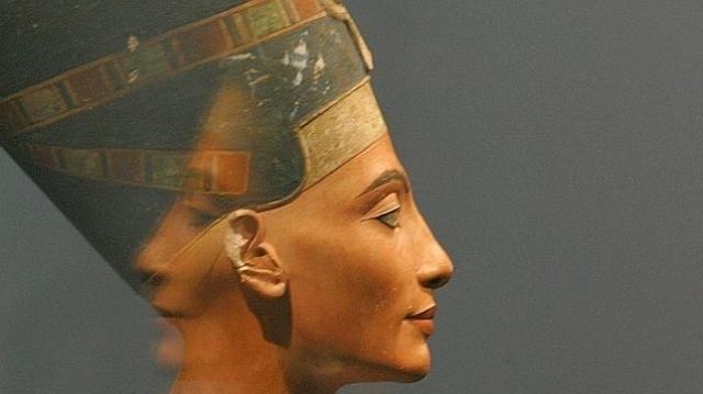 REUTERS El busto de Nefertiti durante una exposición en el Altes Museum de Berlín
