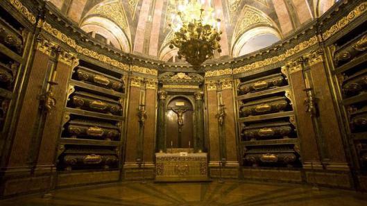 Cámara sepulcral y altar del Panteón de Reyes