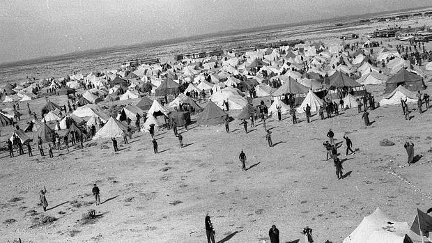Campamento de integrantes de la marcha verde en 1975