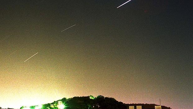 Como ha afirmado,el presidente de la Asociación Astronómica de España, ha recomendado buscarse un lugar alejado de los centros urbanos y aprovisionarse adecuadamente con tumbona incluida - ABC