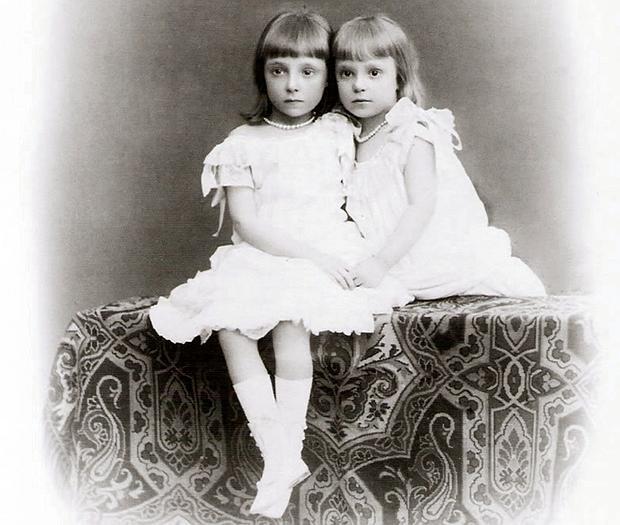 Las hijas de Alfonso XII, Mercedes y Teresa, de niñas - COLECCIÓN PARTICULAR