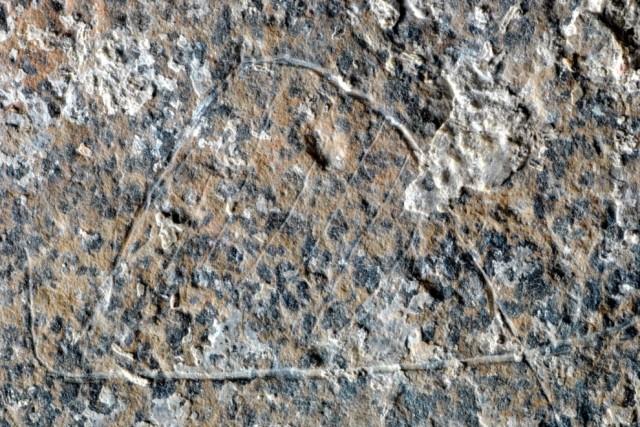 Una de las cabaña grabadas en piedra. MANUEL VAQUERO