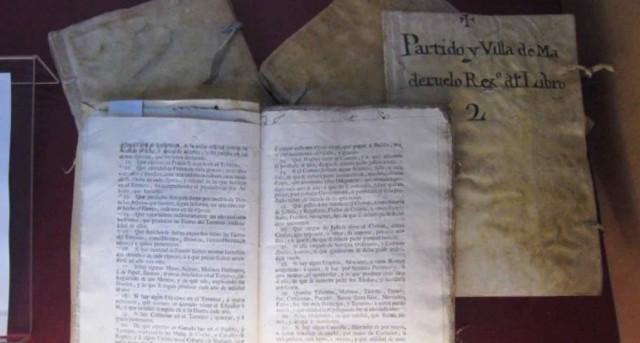 Muestra de los documentos que forman parte del Catastro de Maderuelo, expuesto en el Archivo Histórico Provincial de Segovia.