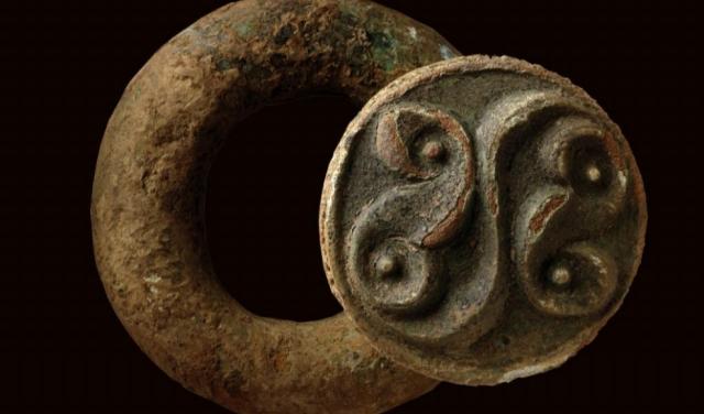 Anillo de la edad de hierro tardía que probablemente fue parte de una cinta para cargar la espada al hombro. CAMBRIDGE ARCHEOLOGY UNIT