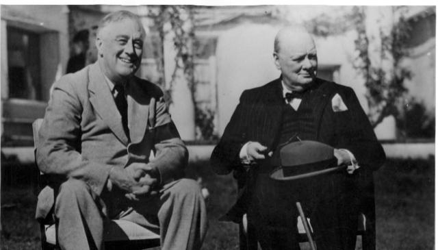 El presidente americano Franklin D. Roosevelt con el Primer Ministro británico Winston Churchill durante la Conferencia de Casablanca el 22 de enero de 1943.