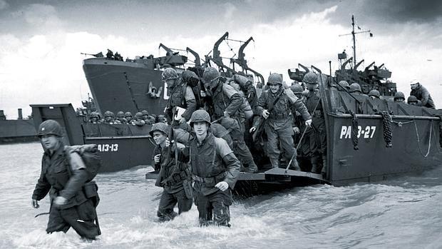 Varios soldados desembarcan en Francia - ABC