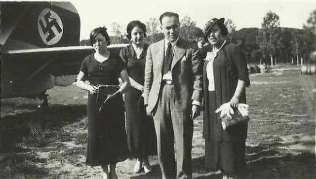 Kurt y Dorel, a su llegada desde Praga en un vuelo de Lufthansa en 1935. EL MUNDO