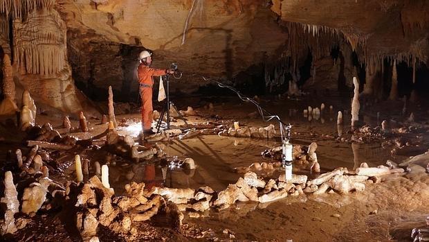 La construcción neandertal de la cueva de Bruniquel - Etienne FABRE - SSAC