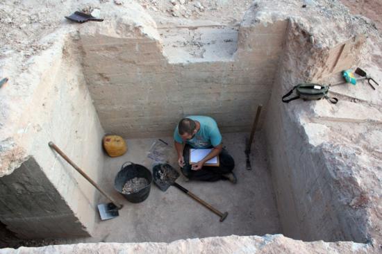 Excavación de un búnker republicano de la Batalla del Ebro en La Fatarella (Tarragona). / UCM