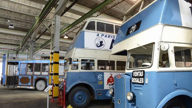 Autobuses de época guardados en la cochera del Taller Central de la EMT, junto a la Castellana - MAYA BALANYÁ