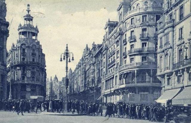 La bifurcación de la Gran Vía con la calle de Alcalá tras la instalación del semáforo. E. M.