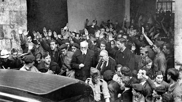 Imagen de archivo de Unamuno después del incidente con Millán Astray en la Universidad de Salamanca - ABC