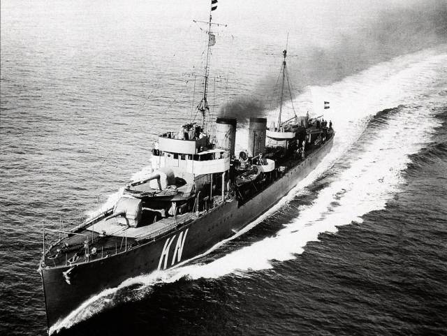 El buque de guerra 'Kortenaer' en los años 30 del siglo pasado. WIKIMEDIA COMMONS