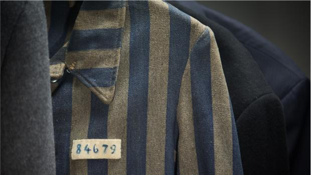 La chaqueta del prisionero 84679 del campo de concentración de Dachau - KHC