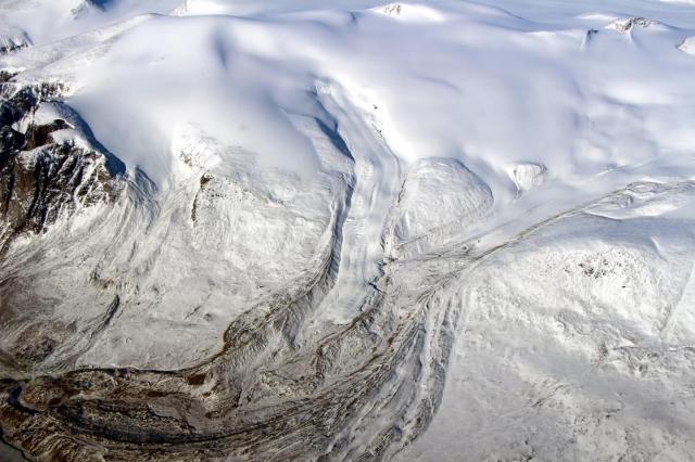 Vista aérea de Barnes Ice Cap en mayo de 2015 NASA